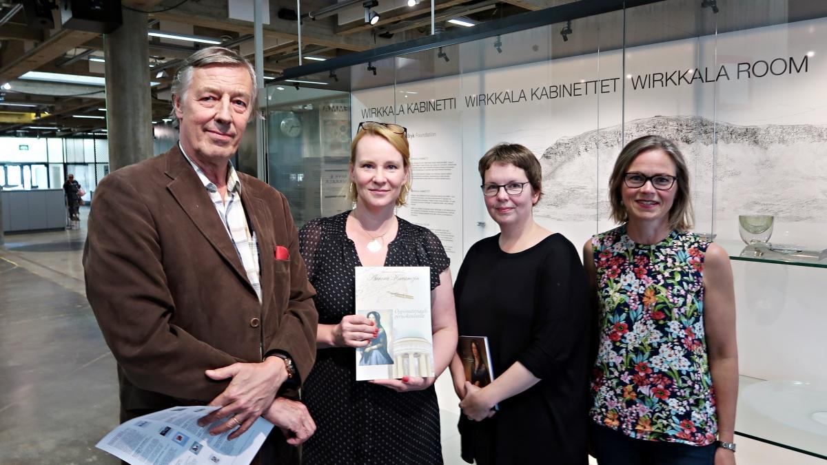 Syntymäpäiväjuhlaan osallistuivat mm. perinneseura vpj Kari Koivumäki, perinneseuran ja Aurora-työryhmän jäsen  Nina Mäkelä, Träskändan kartanon ystävien pj Julia Weckman  ja kansanedustaja Tiina Elo.
